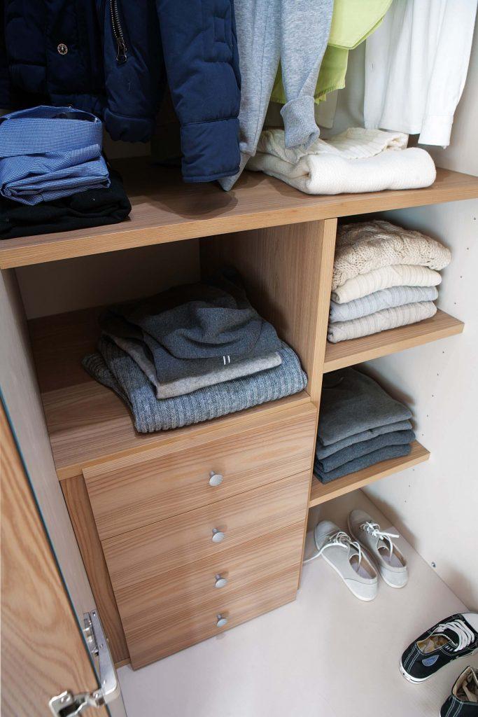 Cabine armadio su misura per camerette bambini marzorati for Cabina di legno